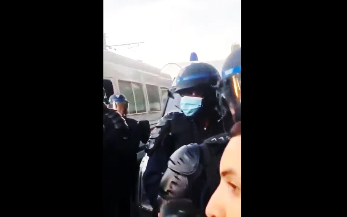 Traité de « vendu », un policier noir porte plainte