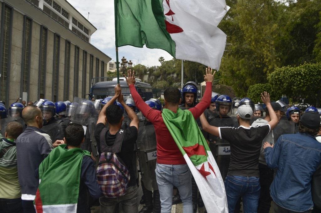 Algérie : La manifestation des étudiants interdite, des
